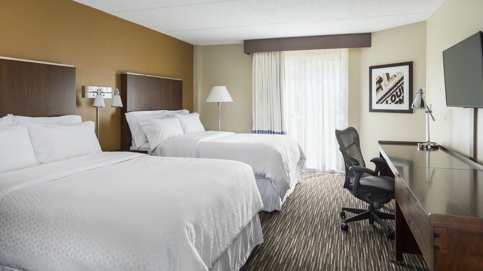 Buffalo Grove Accommodations - Traditional Queen Guest Room