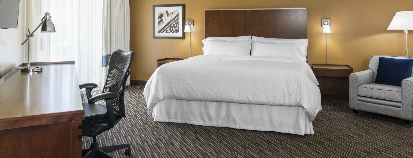 Buffalo Grove Accommodations - Club Floor King Guest Room